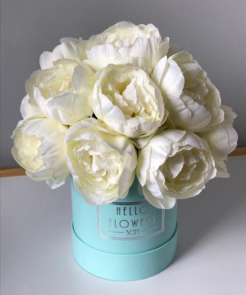 Białe Piwonie W Małym Miętowym Boxie Sztuczne Kwiaty W Pudełku